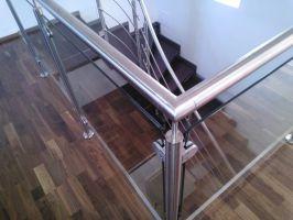 SLOUPEK zábradlí kulatý vrchní pro galerii s držáky pro sklo