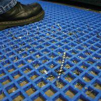 Černá univerzální průmyslová protiskluzová olejivzdorná rohož (mřížka 22 x 22 mm) - délka 5 m, šířka 90 cm a výška 1,2 cm FLOMAT
