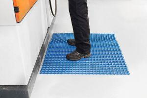 Modrá univerzální průmyslová protiskluzová olejivzdorná rohož (mřížka 30 x 10 mm) - délka 10 m, šířka 120 cm a výška 1,2 cm FLOMAT