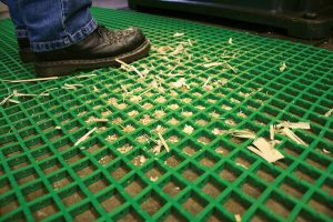 Zelená univerzální průmyslová protiskluzová olejivzdorná rohož (mřížka 22 x 22 mm) - délka 5 m, šířka 90 cm a výška 1,2 cm FLOMAT