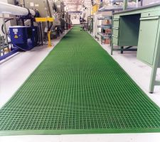 Zelená univerzální průmyslová protiskluzová olejivzdorná rohož (mřížka 30 x 10 mm) - délka 10 m, šířka 60 cm a výška 1,2 cm FLOMAT