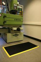 Černá univerzální průmyslová protiskluzová olejivzdorná rohož (mřížka 22 x 22 mm) - délka 150 cm, šířka 100 cm a výška 1,2 cm FLOMAT