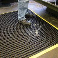 Černá univerzální průmyslová protiskluzová olejivzdorná rohož (mřížka 22 x 22 mm) - délka 180 cm, šířka 120 cm a výška 1,2 cm FLOMAT