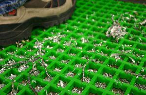 Zelená univerzální průmyslová protiskluzová olejivzdorná rohož (mřížka 30 x 10 mm) - délka 10 m, šířka 120 cm a výška 1,2 cm FLOMAT