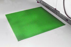 Zelená univerzální průmyslová protiskluzová olejivzdorná rohož (mřížka 30 x 10 mm) - délka 10 m, šířka 90 cm a výška 1,2 cm FLOMAT