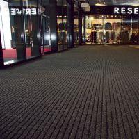 Černá kobercová vnitřní čistící zóna Shakira, FLOMAT - délka 50 cm, šířka 200 cm a výška 1,6 cm