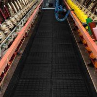 Černá podlahová protiúnavová rohož (zakončení) - délka 101 cm, šířka 111 cm a výška 1,9 cm FLOMAT