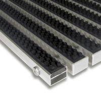 Černá hliníková kartáčová venkovní vstupní rohož Alu Super, FLOMAT - délka 80 cm, šířka 120 cm a výška 2,2 cm