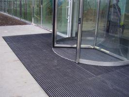 Šedá hliníková kartáčová venkovní vstupní rohož Alu Super, FLOMAT - délka 80 cm, šířka 120 cm a výška 2,2 cm