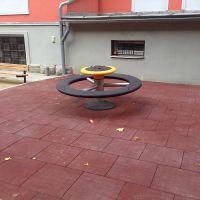 Černá gumová dlaždice (V20/R00) - délka 50 cm, šířka 50 cm a výška 2 cm FLOMAT