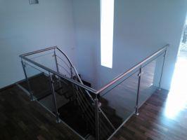 Sloupek zábradlí KRAJNÍ na schodiště V2 vrchní kotvení -sklo