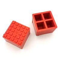 Oranžový plastový vyznačovací prvek ProGrass MAX, FLOMA - délka 9,7 cm, šířka 9,7 cm a výška 5,9 cm