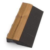 """Hnědý dřevoplastový nájezd """"samec"""" pro terasové dlaždice Linea Combi-Wood - 39 x 20,5 x 6,5 cm"""