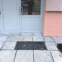Kovová ocelová čistící venkovní vstupní rohož ze svařovaných podlahových roštů s gumou bez pracen Galva, FLOMAT - délka 43 cm, šířka 51,5 cm a výška 6 cm