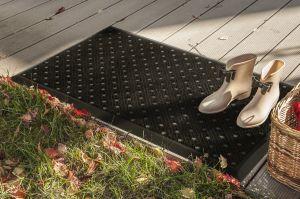 Černá čistící venkovní vstupní rohož FLOMA Dots - délka 48 cm a šířka 76 cm