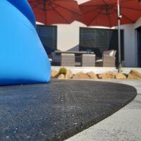 Gumová ochranná tlumící puzzle modulová podložka pod bazén, vířivku (roh) FLOMA PoolPad - 95,6 x 95,6 x 0,8 cm
