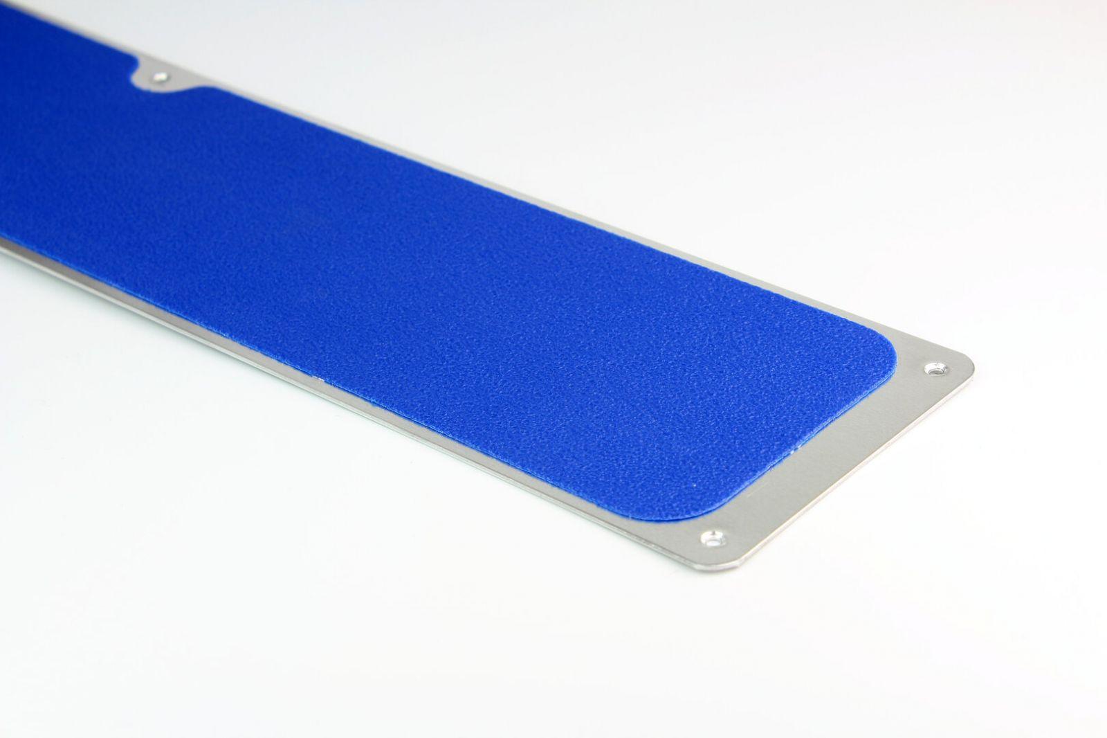Modrá náhradní protiskluzová páska pro hliníkové nášlapy FLOMA Standard - délka 63,5 cm, šířka 11,5 cm a tloušťka 1 mm