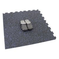 Černo-modrá gumová modulová puzzle dlažba (roh) FLOMA SF1050 FitFlo - délka 95,6 cm, šířka 95,6 cm a výška 0,8 cm