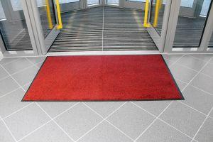 Červená textilní vstupní vnitřní čistící rohož - délka 115 cm, šířka 175 cm a výška 0,9 cm FLOMAT
