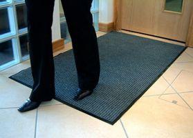 Šedá textilní vstupní vnitřní čistící rohož - délka 90 cm, šířka 120 cm a výška 0,7 cm FLOMAT