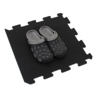 Černá gumová modulová puzzle dlažba (okraj) FLOMA SportFlo S800 - délka 47,8 cm, šířka 47,8 cm a výška 2,5 cm