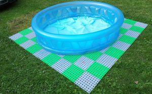 Šedo-zelená plastová ochranná tlumící podložka pod bazén, vířivku AvaTile AT-STD - 228 x 228 x 1,6 cm