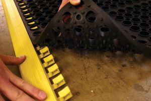 Černá gumová náběhová hrana COBA Deluxe - délka 107,4 cm, šířka 5 cm a výška 1,9 cm FLOMAT