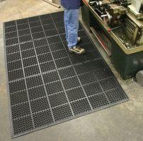 Černá gumová modulární průmyslová protiúnavová protiskluzová olejivzdorná rohož - délka 150 cm, šířka 90 cm a výška 1,25 cm FLOMAT