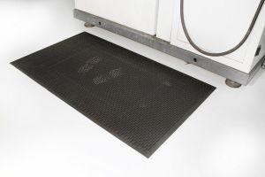 Černá gumová průmyslová protiskluzová rohož - délka 175 cm, šířka 115 cm a výška 0,6 cm FLOMAT