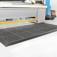 Černá gumová modulární průmyslová protiúnavová protiskluzová olejivzdorná rohož Fatigue - délka 90 cm, šířka 90 cm a výška 1,8 cm FLOMAT