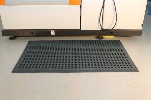 Modrá gumová průmyslová protiúnavová protiskluzová olejivzdorná rohož (38% nitrilová pryž) - délka 150 cm, šířka 90 cm a výška 1,2 cm FLOMAT