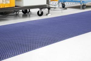 Modrá protiskluzová univerzální rohož - délka 480 cm, šířka 100 cm a výška 0,85 cm FLOMAT