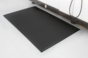 Černá průmyslová protiúnavová protiskluzová pěnová rohož - délka 90 cm, šířka 60 cm a výška 0,9 cm FLOMAT