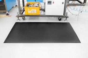 Černá gumová průmyslová protiúnavová rohož - délka 150 cm, šířka 90 cm a výška 1,25 cm FLOMAT