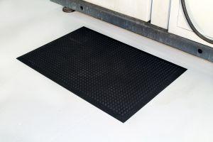 Černá gumová průmyslová protiúnavová rohož - délka 90 cm, šířka 60 cm a výška 1,5 cm FLOMAT