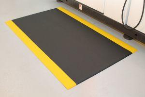 Černo-žlutá průmyslová protiúnavová protiskluzová pěnová rohož - délka 90 cm, šířka 60 cm a výška 0,9 cm FLOMAT