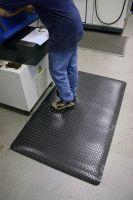 Černo-žlutá gumová laminovaná průmyslová protiúnavová rohož - délka 18,3 m, šířka 90 cm a výška 1,4 cm FLOMAT