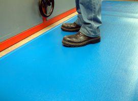 Modrá gumová průmyslová protiúnavová rohož - délka 18,3 m, šířka 90 cm a výška 1,25 cm FLOMAT
