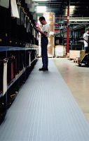 Šedá průmyslová protiúnavová protiskluzová pěnová rohož - délka 18,3 m, šířka 60 cm a výška 0,9 cm FLOMAT