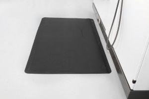 Černá gumová průmyslová protiúnavová rohož - délka 15,3 m, šířka 90 cm a výška 1 cm FLOMAT