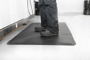 Černá gumová průmyslová protiúnavová rohož - délka 150 cm, šířka 90 cm a výška 1 cm FLOMAT